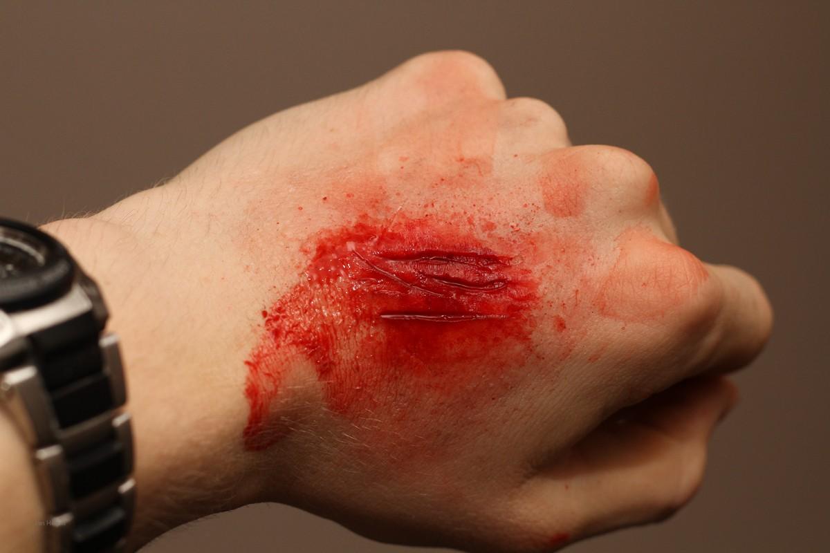 Special Effects Makeup - Schnittwunden an Hand